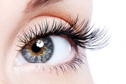 Do eyelashes thin as you age?